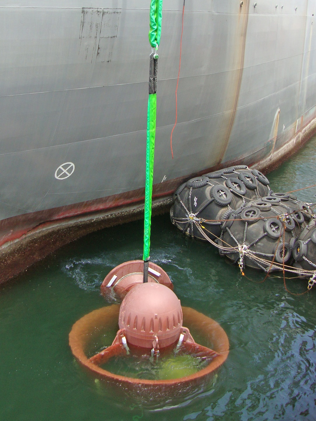 Green pin biglift thrusters drilling ship